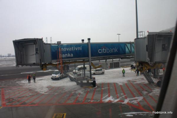 Pierwszy komercyjny przelot SP-LRA - Port lotniczy Praga imienia Vaclava Havla dawniej Port lotniczy Praga-Ruzyne - pierwsze komercyjne dokowanie na dwa rękawy