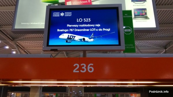 Ekran nad stanowiskiem odprawy 236 - LO 523 - Pierwszy rozkładowy rejs Boeinga 787 Dreamliner LOT-u do Pragi