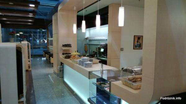Polska - Warszawa - Lotnisko Chopina - LOT Business Lounge Polonez - grudzień 2012 - jedzenie i picie