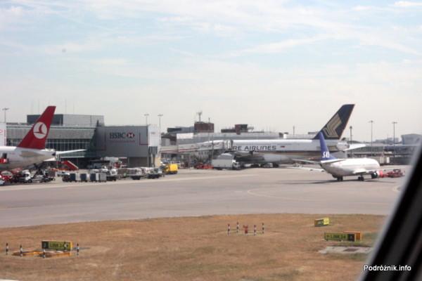 Lotnisko Londyn Heathrow - widok na Super Jumbo Singapore Airlines