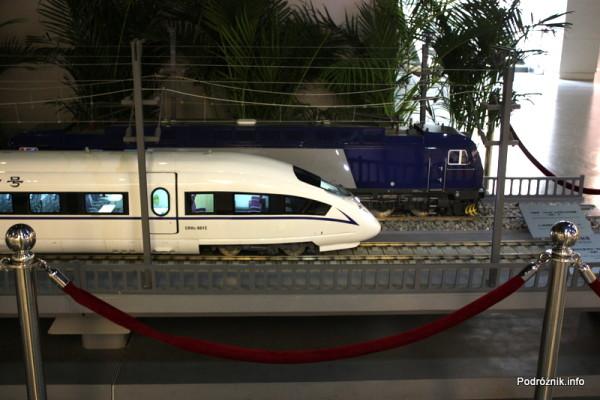 Chiny - Pekin - Muzeum Kolejnictwa - duża makieta dwóch pociągów - kwiecień 2013