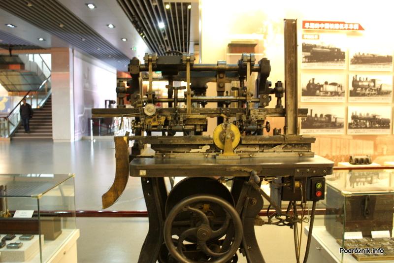 Chiny - Pekin - Muzeum Kolejnictwa - maszyna do drukowania biletów kolejowych wyprodukowana w Niemczech w 1927 roku - kwiecień 2013