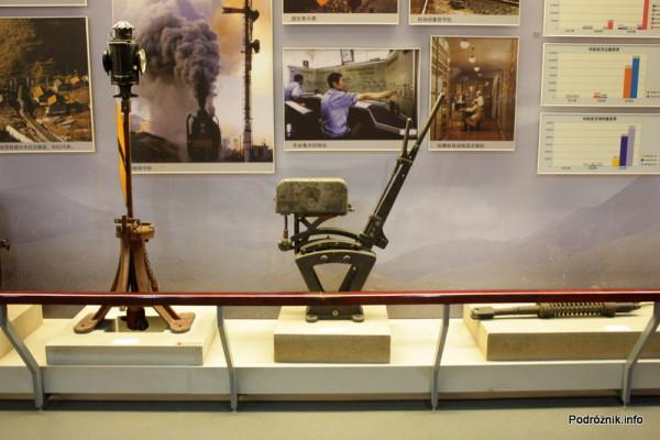 Chiny - Pekin - Muzeum Kolejnictwa - dawne systemy sterowania ruchem - kwiecień 2013