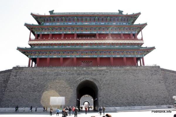 Chiny - Pekin - Zhengyangmen (Brama na Wprost Słońca) zwana także Qianmen (Brama Przednia) - kwiecień 2013