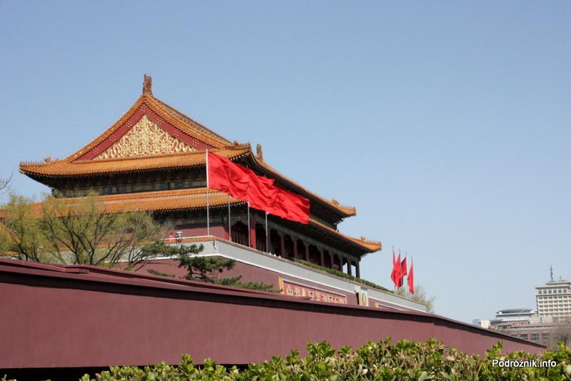 Chiny - Pekin - fragment Zakazanego Miasta widoczny zza muru - kwiecień 2013