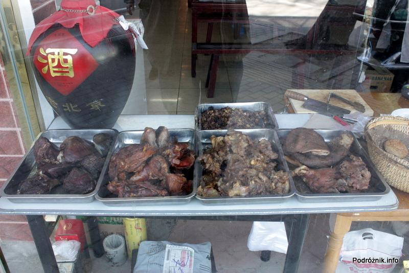 Chiny - Pekin - lokalne mięsne przysmaki - kwiecień 2013