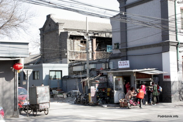 Chiny - Pekin - mały sklepik na rogu ulicy - kwiecień 2013