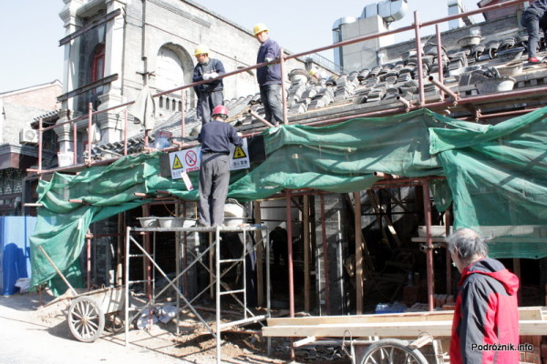 Chiny - Pekin - układanie dachówek - kwiecień 2013