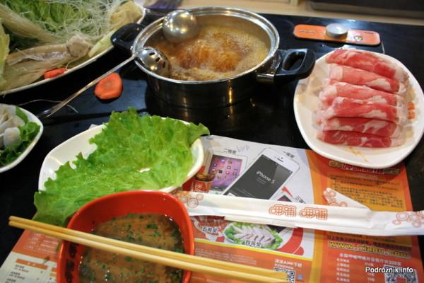 Chiny - Pekin - wrząca zupa i cieniutkie plasterki jagnięciny - kwiecień 2013