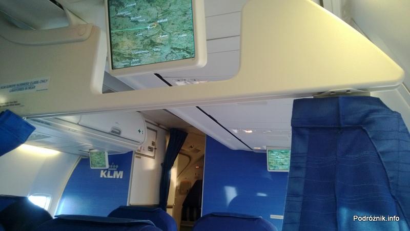 KLM Royal Dutch Airlines - Boeing 737 - KL1372 - PH-BGP - wnętrze - monitory nad głowami