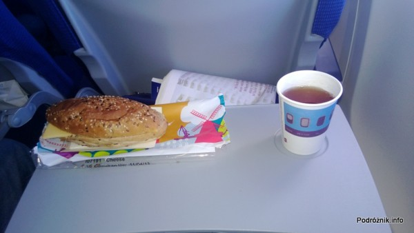 KLM Royal Dutch Airlines - Boeing 737 - KL1372 - PH-BGP - jedzenie w samolocie - śniadanie