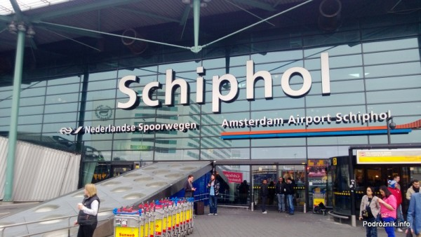 Holandia - Amsterdam - Lotnisko Schiphol - przed wejściem - kwiecień 2013