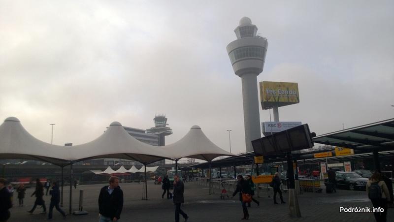 Holandia - Amsterdam - Lotnisko Schiphol - widok sprzed wejścia - kwiecień 2013