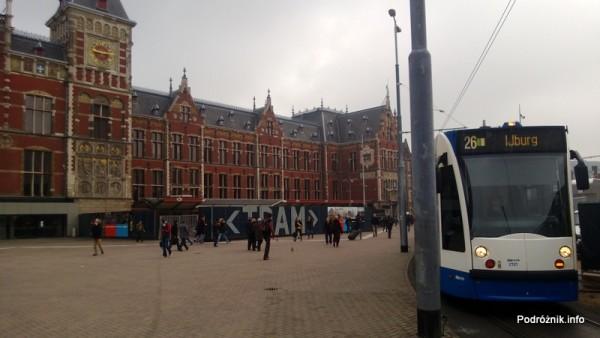 Holandia - Amsterdam - Plac przed dworcem kolejowym Amsterdam Centraal - kwiecień 2013