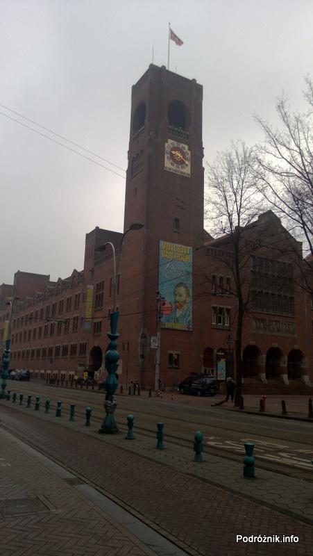 Holandia - Amsterdam - wzdłuż ulicy Damrak - kwiecień 2013