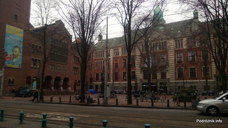 Holandia - Amsterdam - parking dla rowerów przy ulicy Damrak - kwiecień 2013