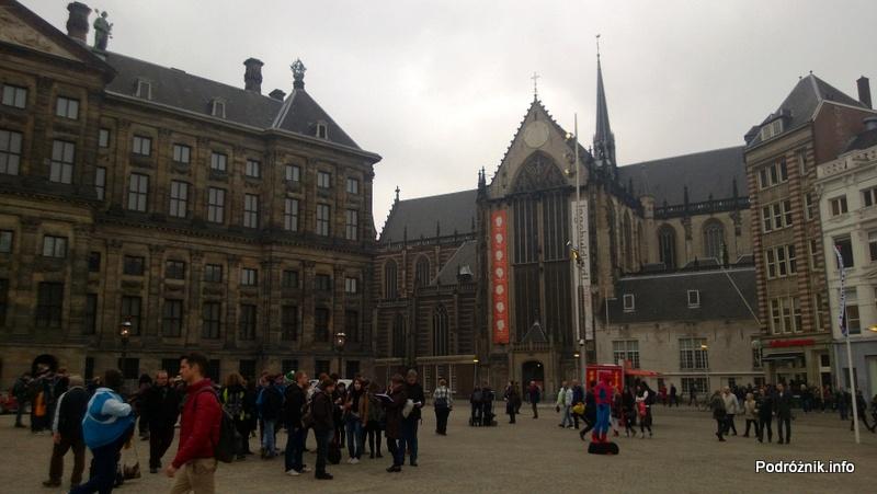 Holandia - Amsterdam - plac Dam - Nowy Kościół (Niewe Kerk) - kwiecień 2013