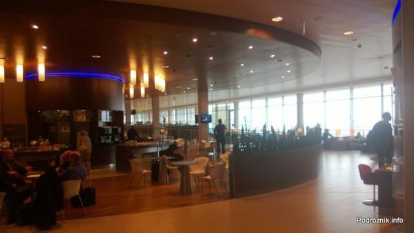 Holandia - Amsterdam - Lotnisko Schiphol - KLM Crown Lounge - kącik z jedzeniem - kwiecień 2013