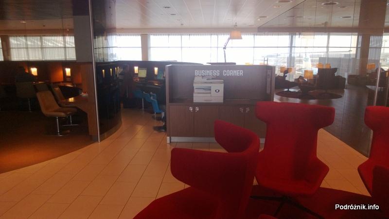 Holandia - Amsterdam - Lotnisko Schiphol - KLM Crown Lounge - stanowiska komputerowe - kwiecień 2013