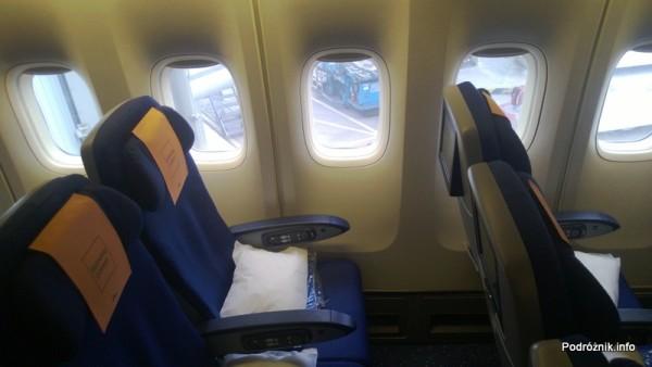 KLM Royal Dutch Airlines - Boeing 747-400 Combi - KL897 - PH-BFW - wnętrze - odstęp między fotelami w Economy Comfort