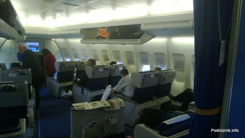 KLM Royal Dutch Airlines - Boeing 747-400 Combi - KL897 - PH-BFW - wnętrze - fotele klasy biznes