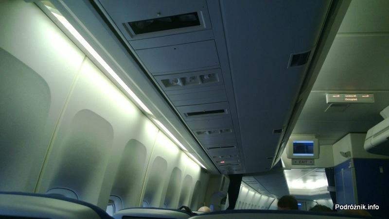KLM Royal Dutch Airlines - Boeing 747-400 Combi - KL897 - PH-BFW - wnętrze - panel pod sufitem w Economy Comfort - kwiecień 2013