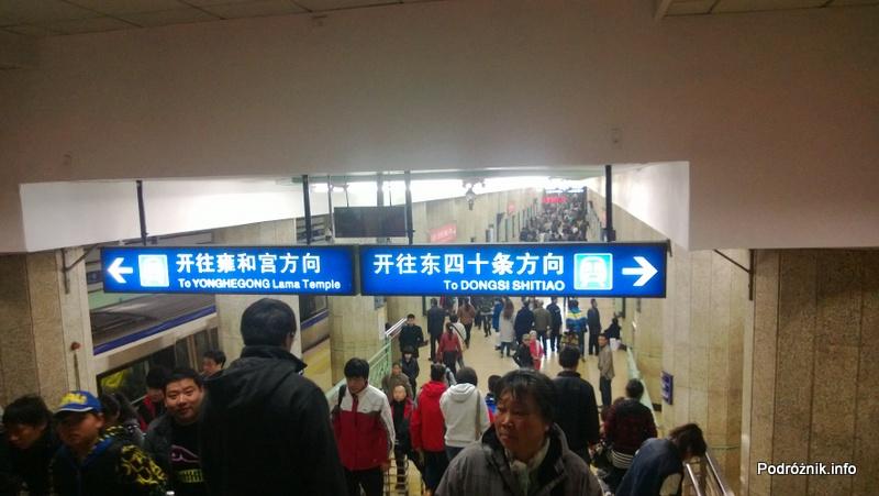 Chiny - Pekin - wnętrze stacji metra Dongzhimen - kwiecień 2013