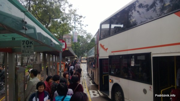 Hongkong - przystanek i autobusy piętrowe przy stacji metra Sheung Shui - kwiecień 2013