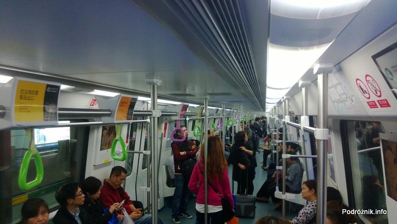 Chiny - Shenzhen - wnętrze wagonu metra - kwiecień 2013