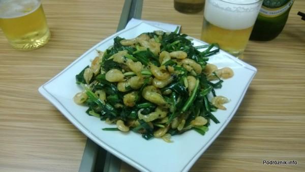 Chiny - Shenzhen - malutkie krewetki gotowane w całości z warzywami  - kwiecień 2013