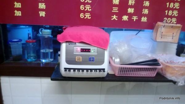 Chiny - Shenzhen - urządzenie do wyparzania pałeczek  - kwiecień 2013