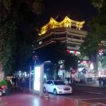 Chiny - Shenzhen - oświetlony w nocy budynek stylizowany na pagodę - kwiecień 2013