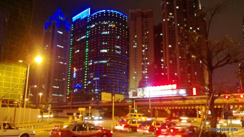 Chiny - Shenzhen - noc - ruch uliczny - kwiecień 2013