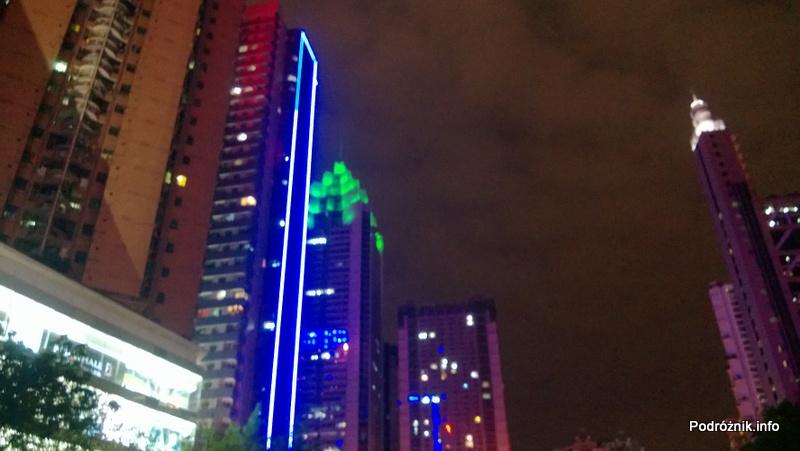 Chiny - Shenzhen - noc - oświetlone wieżowce - kwiecień 2013