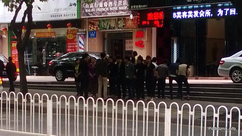 Chiny - Shenzhen - odprawa pracowników przed rozpoczęciem pracy - kwiecień 2013