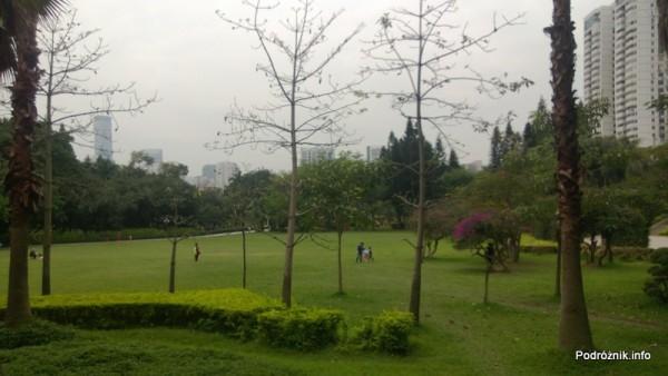 Chiny - Shenzhen - park przy stacji metra Tongxinling - kwiecień 2013