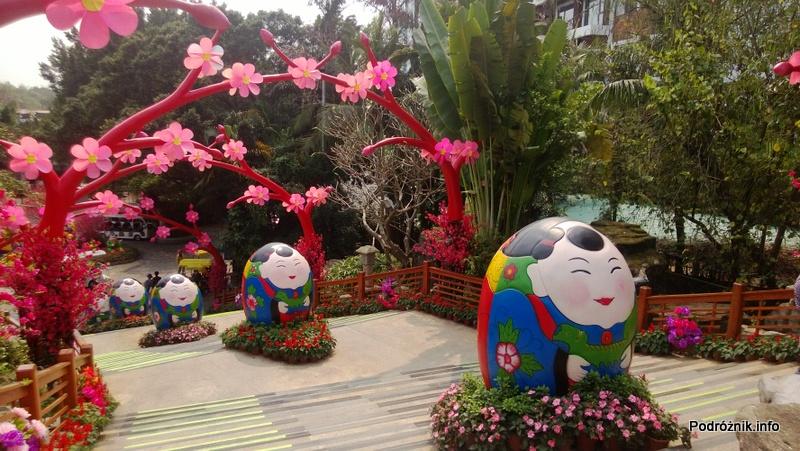 Chiny - Shenzhen - Splendid China Folk Village - ozdoby przy wejściu - kwiecień 2013