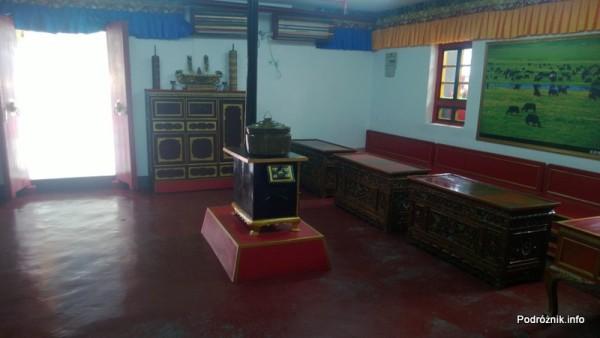 Chiny - Shenzhen - Splendid China Folk Village - dom tybetański - pokój z piecem po środku - kwiecień 2013