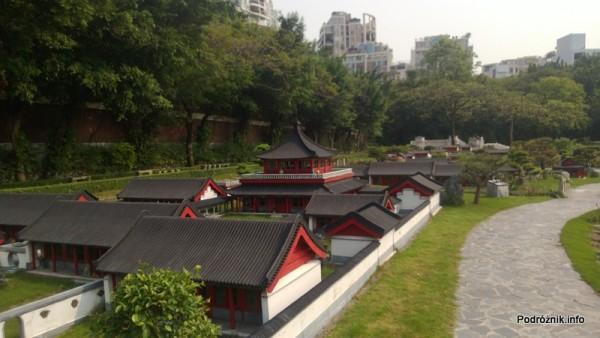 Chiny - Shenzhen - Splendid China Folk Village - mini Chiny czerwono biało czarne - kwiecień 2013