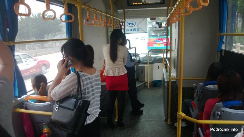 Chiny - Shenzhen - wnętrze miejskiego autobusu - kwiecień 2013