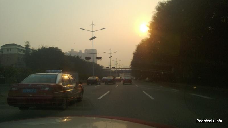 Chiny - Shenzhen - jedna z głównych dróg - kwiecień 2013