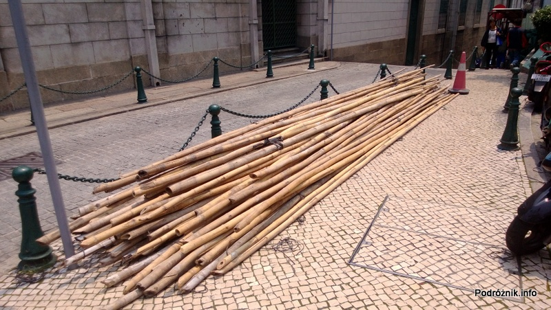 Chiny - Makao - bambus który posłuży do budowy rusztowania - kwiecień 2013