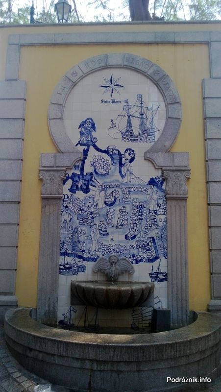 Chiny - Makao - fontanna zdobiona ceramiką w stylu portugalskim - kwiecień 2013