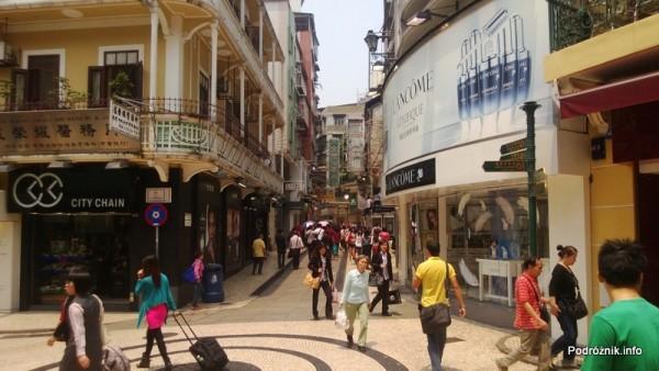 Chiny - Makao - plac ze sklepikami w starej części miasta - kwiecień 2013