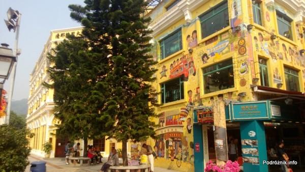Chiny - Makao - Taipa - kolorowy sklep z zabawkami na obrzeżach starej części miasta - kwiecień 2013