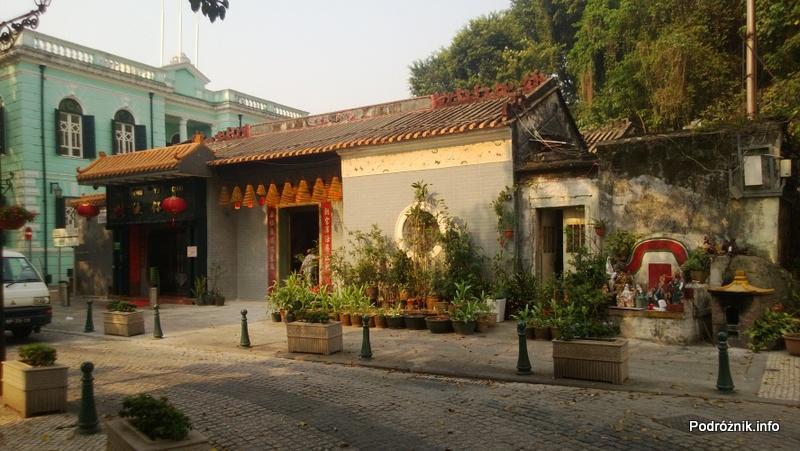 Chiny - Makao - Taipa - plac przed świątynia - kwiecień 2013