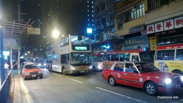Chiny - Hongkong  - ruch uliczny nocą - kwiecień 2013