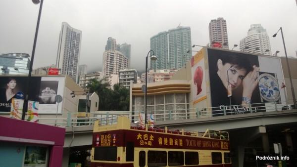 Chiny - Hongkong  - Wzgórze Wiktorii zasłonięte przez chmury - kwiecień 2013