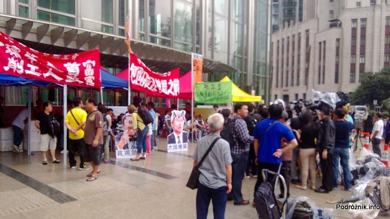 Chiny - Hongkong - strajkujący pracownicy z transparentami - kwiecień 2013