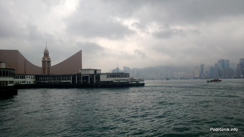 Chiny - Hongkong - Zatoka Wiktorii i przystań promowa w Koulun (Kowloon) - kwiecień 2013